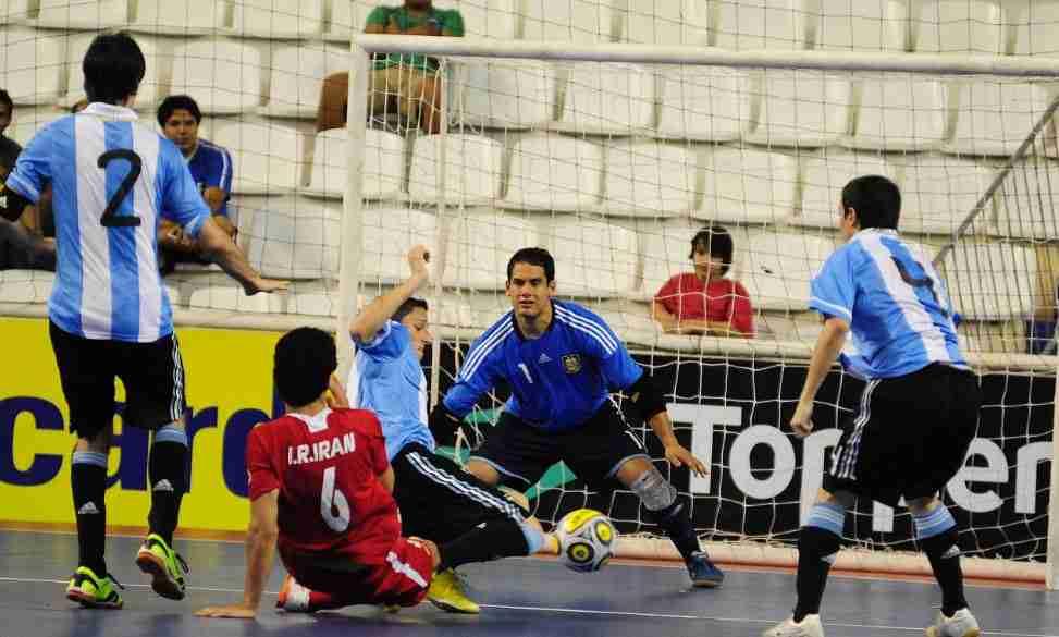 ابهام در برگزاری بازی ایران با قهرمان جهان