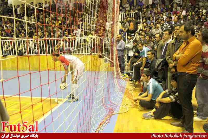متلک های برادر آقای مدیر فنی به حسین شمس!/ فرزین دبیری ۴دقیقه زودتر به رختکن رفت