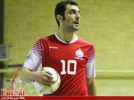 فخیم:مگر ممکن است تیمی با اقتدار قهرمان شود و کاندیدای بهترین بازیکن نداشته باشد؟/احمدی باید به عنوان بهترین بازیکن انتخاب می شد/همه این اتفاقات زیر سر ناظم الشریعه است که می خواهد ضعف مدیریت خود در تیم ملی را اینگونه جبران کند
