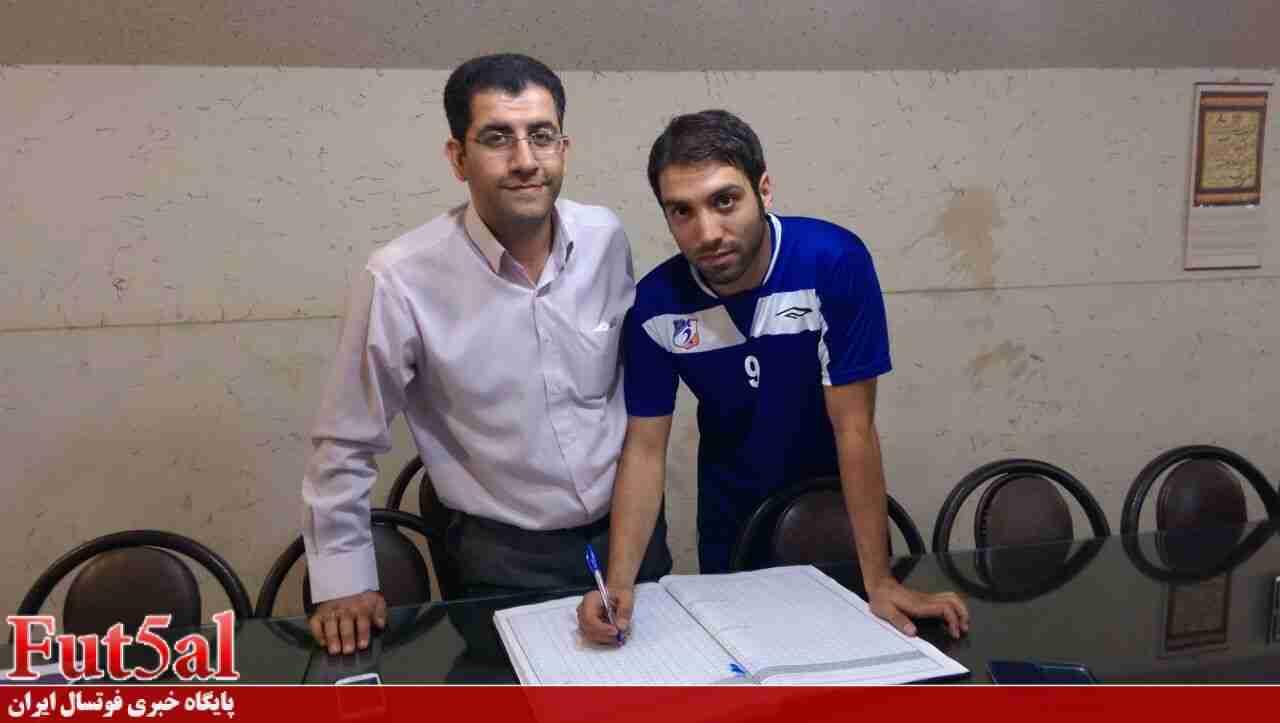 گزارش تصویری/ثبت قرارداد کادر فنی و بازیکنان منصوری در هیات فوتبال