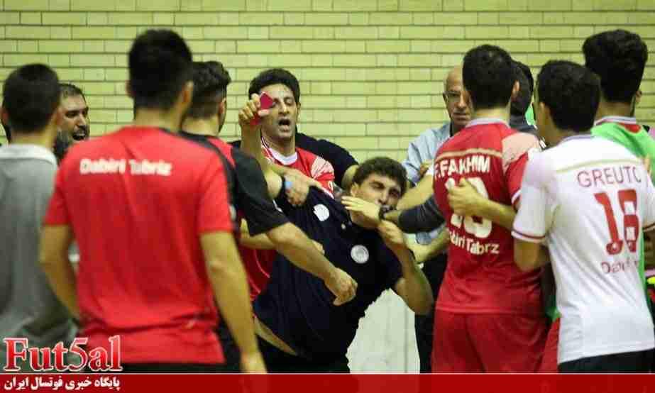 ویدئو/ گزارش دوربین خبرساز از اتفاقات بازی های تهران و تبریز/ افتخاری: میثاق را از لیگ کنار می گذارم!