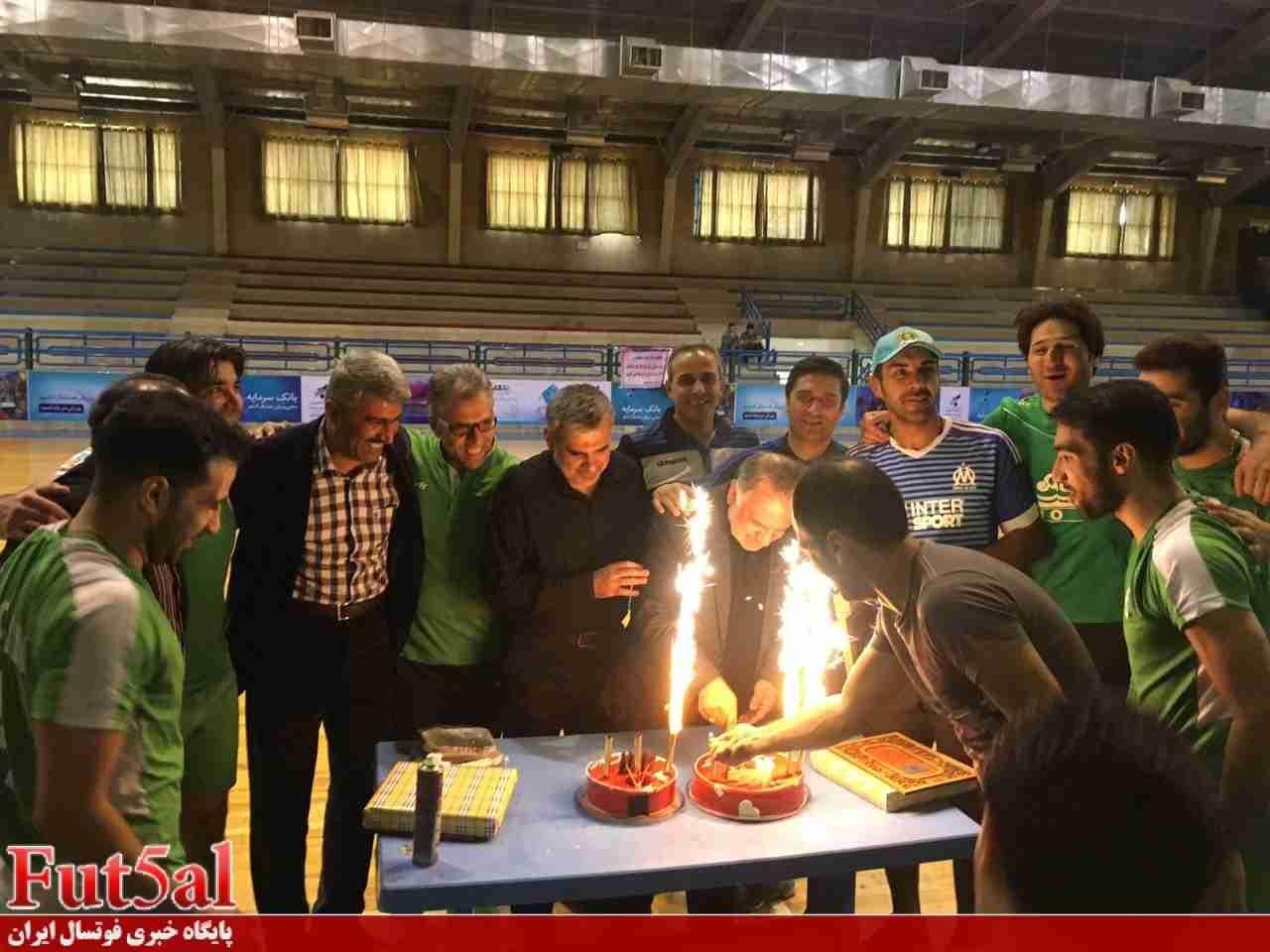جشن تولد مدیرعامل تاسیسات دریایی در تمرین تیم+گزارش تصویری