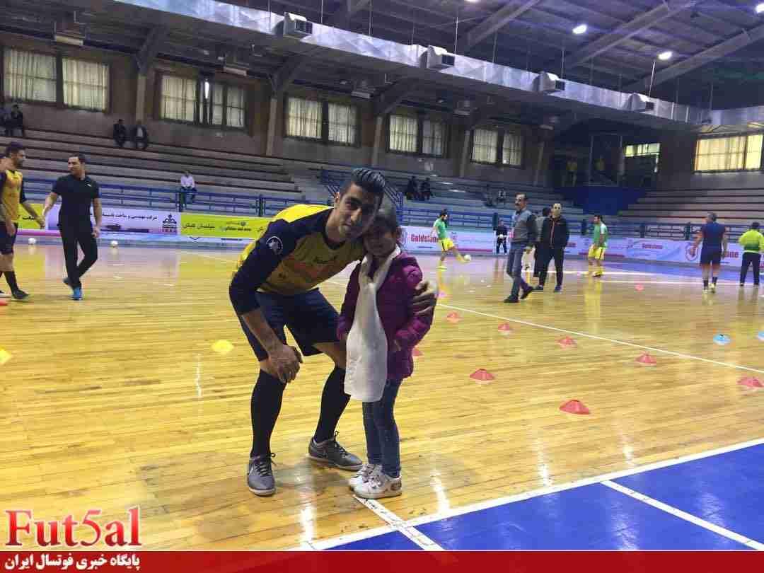 ماه عسل در لیگ برتر فوتسال/ اشک های بازیکن بعد از دیدن دخترش در رختکن