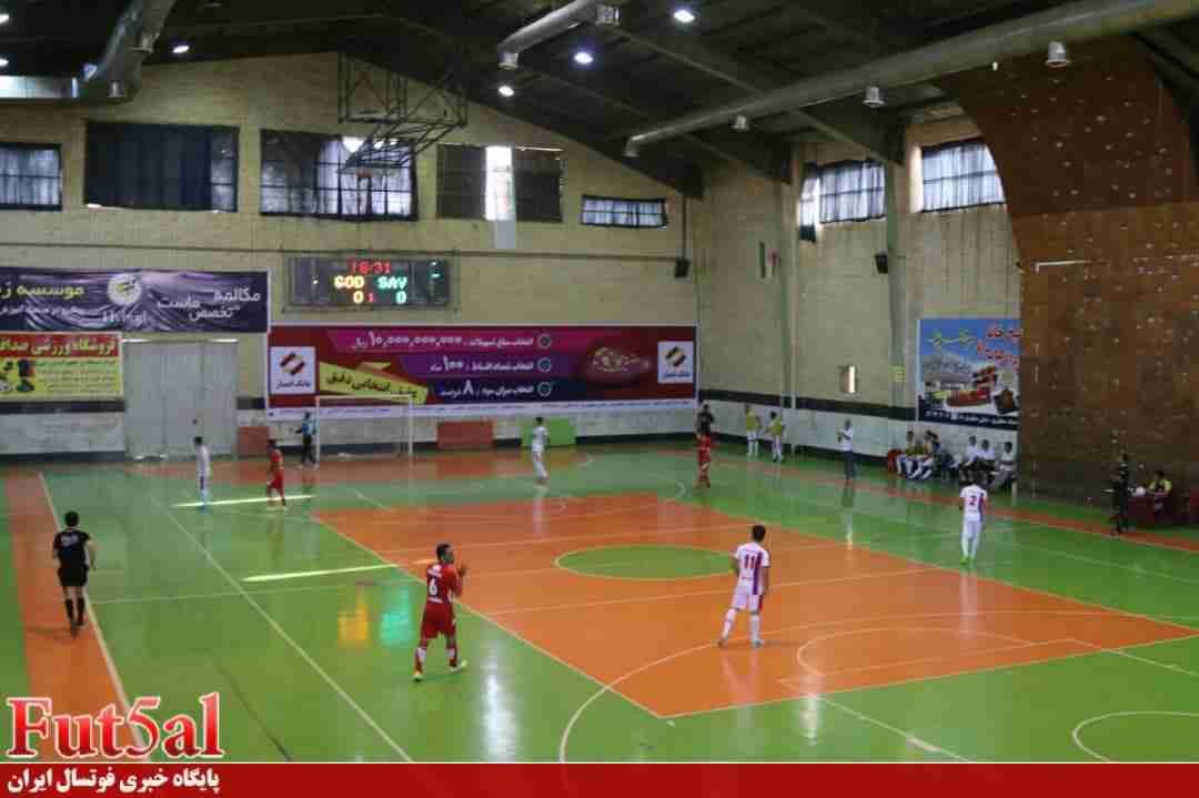 گزارش تصویری/بازی تیم های شهرداری ساوه با پارسیان شهرقدس