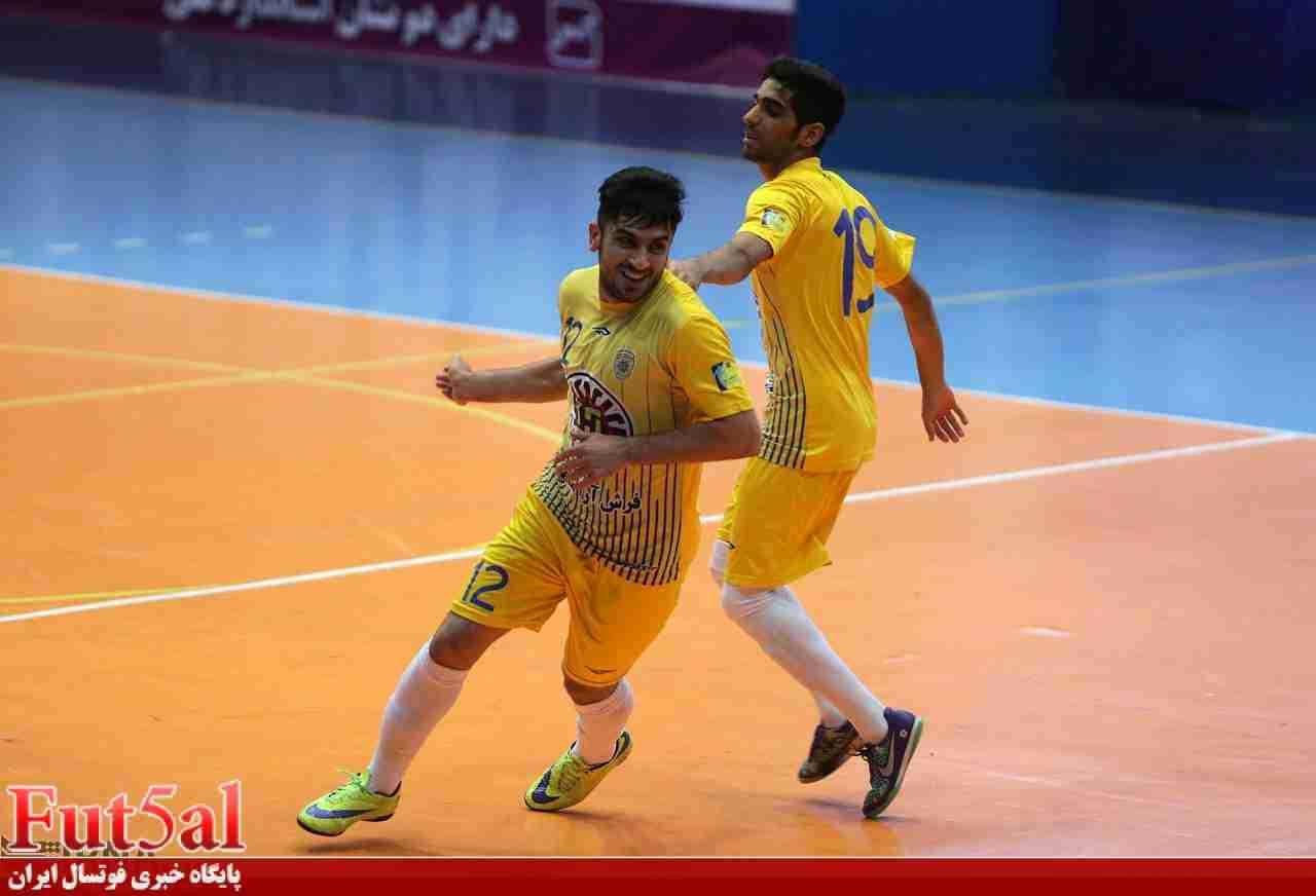 حرکت ارزشمند هادی احمدی پس از گل به محمد سیمای قم