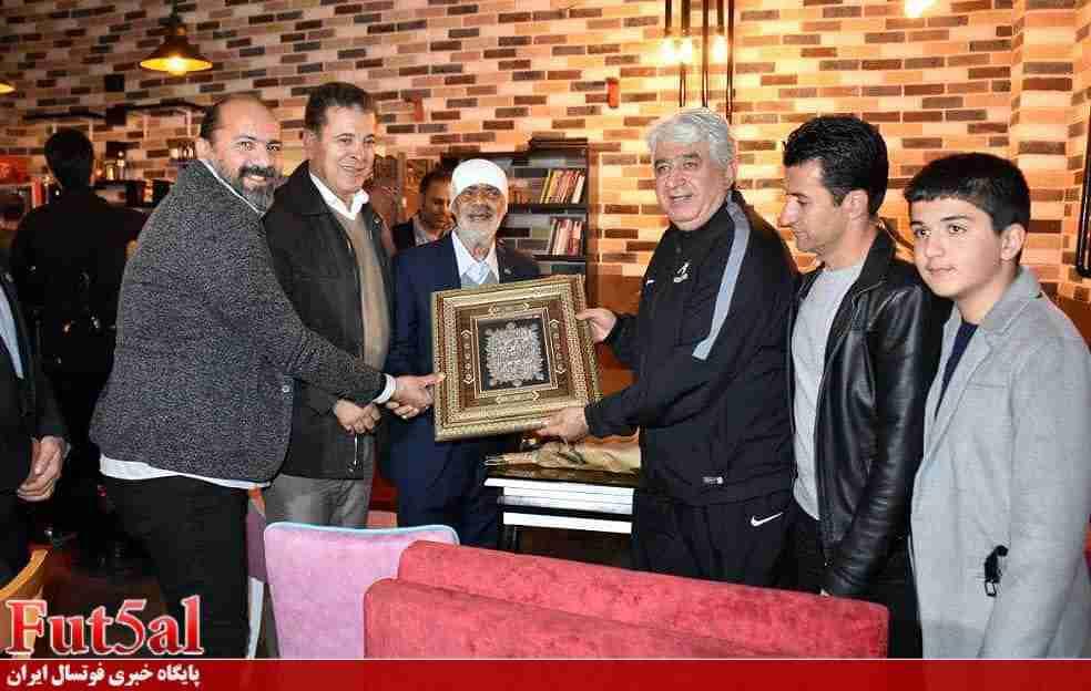 حرکت ارزنده رئیس اسبق کمیته فوتسال در قدردانی از درودیان+ عکس