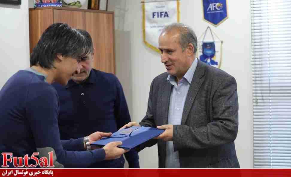 انصاری فرد و شمسایی واکنش نشان نمی دادند، فوتبالی بودنشان  زیر سوال می رفت