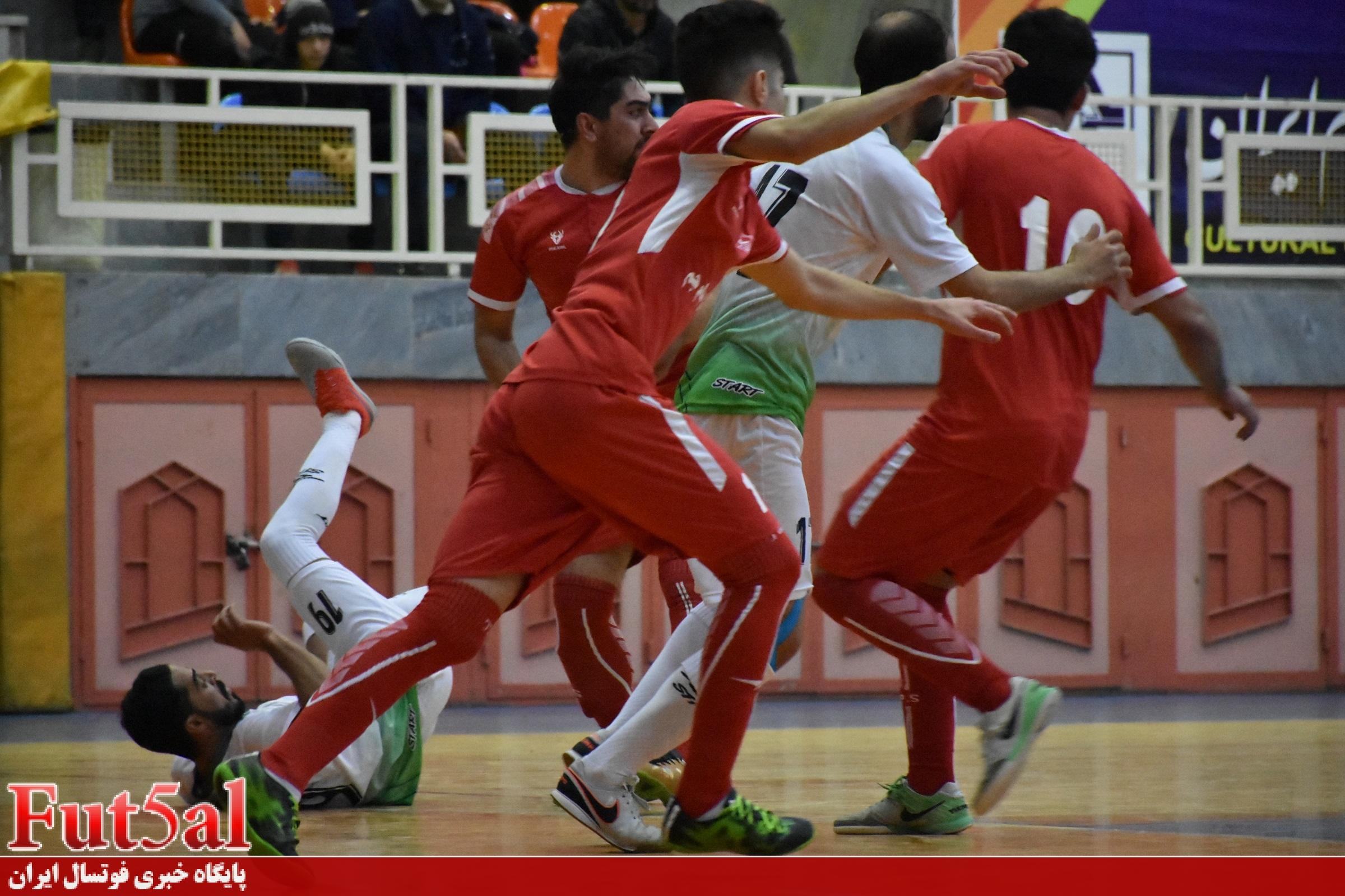 گزارش تصویری /بازی تیم های ایرالکو اراک با هیات فوتبال کرمانشاه