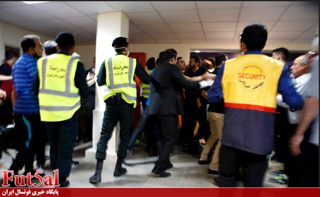 سری دوم گزارش تصویری/درگیری در پایان بازی مس سونگون با گیتی پسند اصفهان