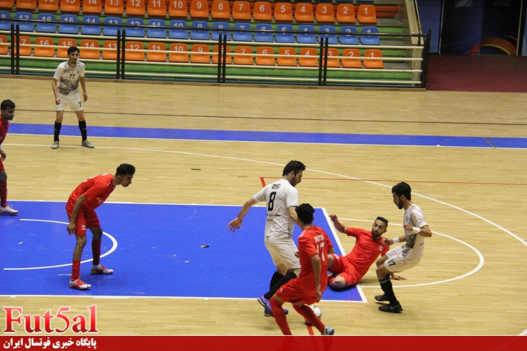 گزارش تصویری/بازی تیم های عقاب نیرو هوایی تبریز با فولاد هرمزگان