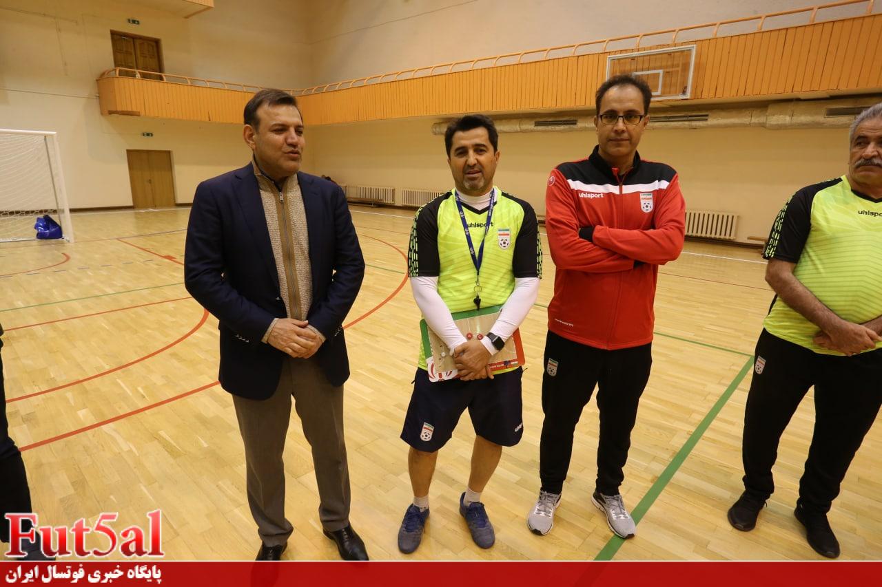 عزیزی خادم: فدراسیون تمام قد کنار تیم ملی فوتسال است